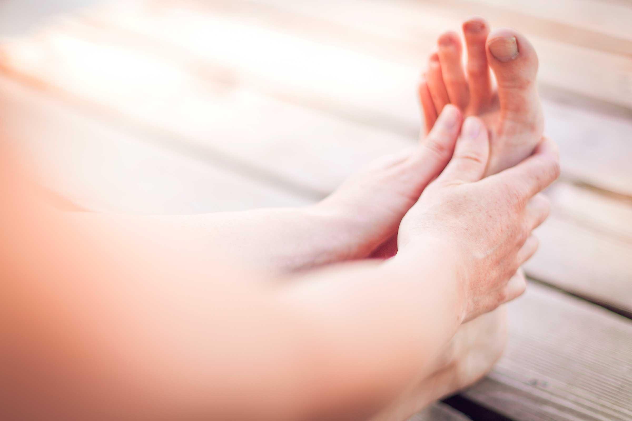 01-healthy-feet-tips-diabetes-nightly-foot-check